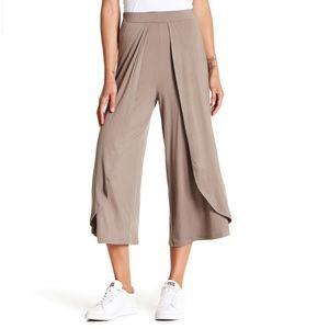 Good Luck Gem Tan Pants Size Large